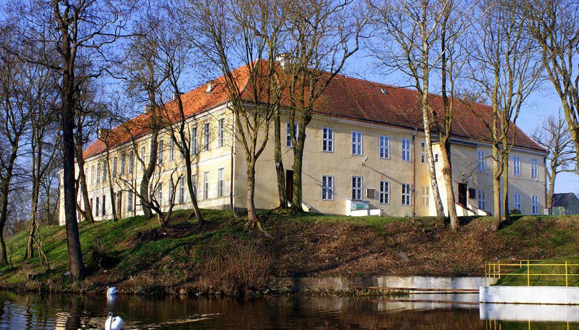 Trzebiatow_Palace_2009-04